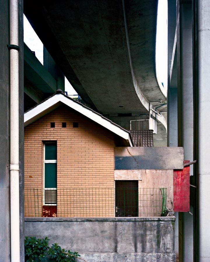 Overpass 24 (road house) | 2014 | 100 x 125 cm, dibond | ed. 1/7 + 2 a.p.